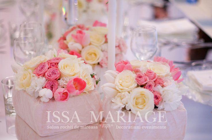 Decoratiuni florale nunta pe suport masa din oglinda IssaEvents 2017