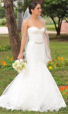 Monique Lhuillier Jessica Chantilly Lace Wedding Dress - Nearly Newlywed Wedding Dress Shop