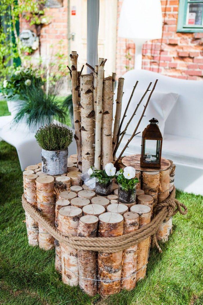 Ein selbst gemachter Gartentisch aus Birkenholz für die Lounge Ecke im Garten und garantiert einzigartig. Noch mehr Ideen gibt es auf www.Spaaz.de!
