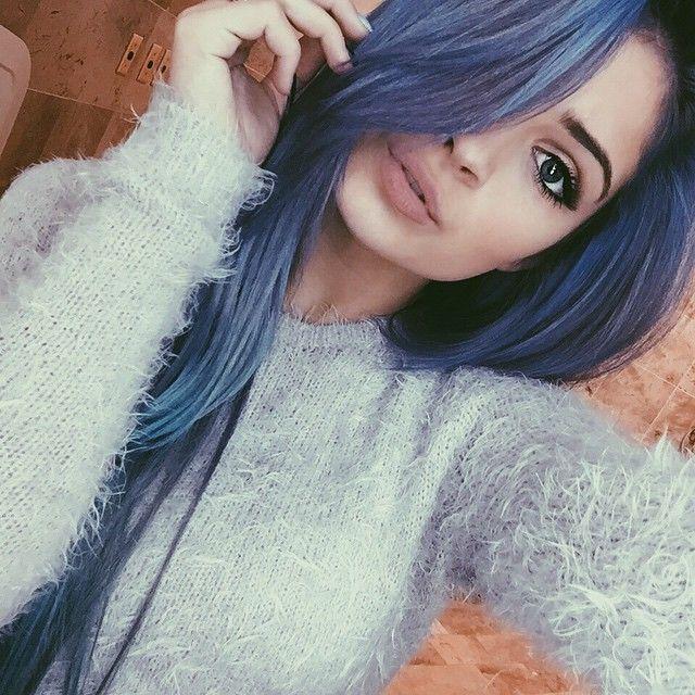 ♢ Purple/blue hair