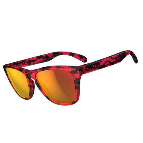 Oakley Frogskins...I have these same sunglasses and they look nothing like the picture..