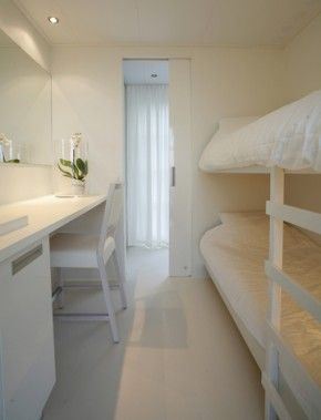 guest room...Slaapkamer met stapelbed.