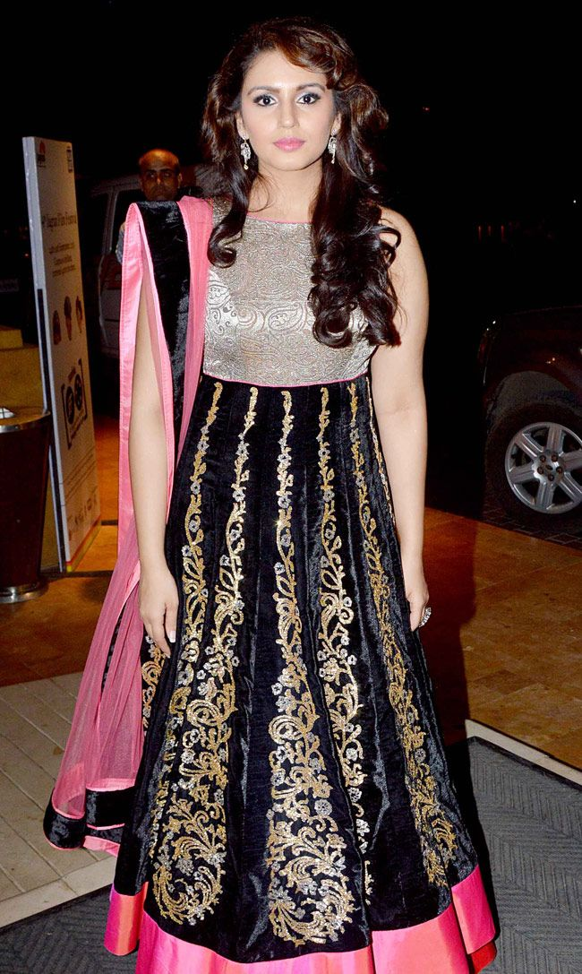 Huma Qureshi looked gorgeous in a floor length anarkali with her hair let loose. #Bollywood #Fashion #Style #Beauty