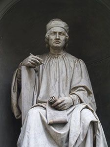 Statua di Arnolfo di Cambio, progettista del Duomo di Santa Maria del Fiore, facciata del Duomo