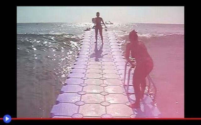 Il vantaggio tecnologico del molo galleggiante Ho profondamente chiaro nella mia analisi geometrica di quanto ci circonda, che la sfera sia una forma veramente poco empatica e gentile. Perché se la lasci sola per un paio di minuti, quella tende n #architettura #tecnologia #moli #mare