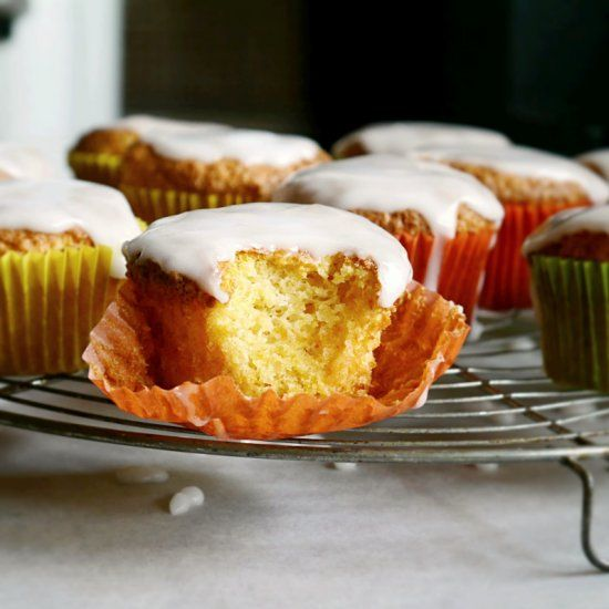 A Swiss recipe for Carrot cupcakes - no butter.