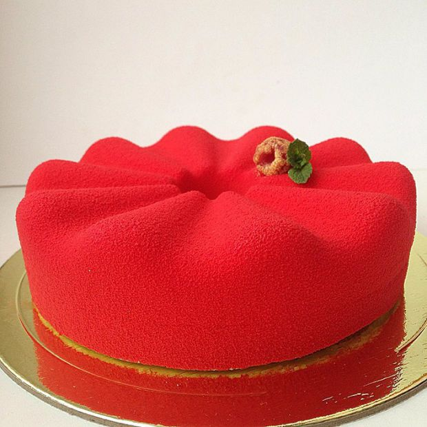Russian Confectioner Creates Cakes So Perfect Eating Them Would Be a Crime - BlazePress