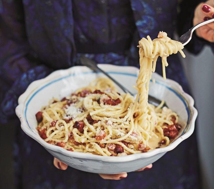 Een recept dat natuurlijk niet kan ontbreken op de website van De Smaak van Italië is een klassieke spaghetti carbonara. Dit gerecht dankt zijn naam...