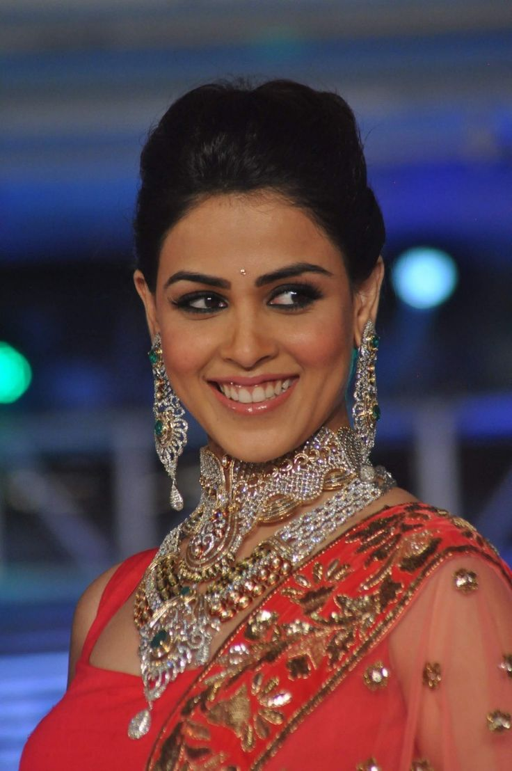 Genelia D'Souza Walks Ramp @ HVK Fashion Show 2013