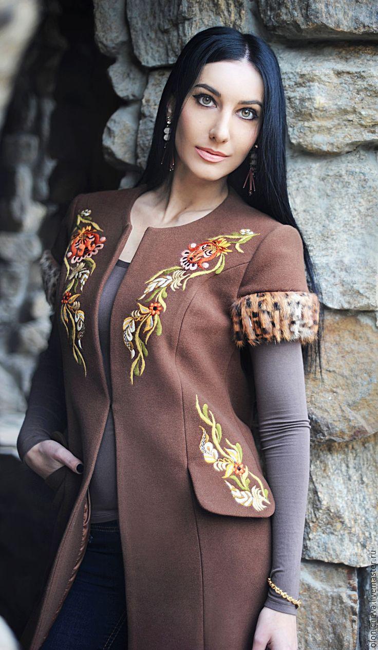 """Купить Эксклюзивное вышитое пальто """"Экзотика"""" - коричневый, рисунок, Жилет женский, пальто с вышивкой"""