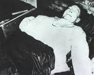 Hermann Goering (segundo después de Hitler en la Alemania nazi) fue declarado culpable de conspiración para librar una guerra, crímenes contra la paz, crímenes de guerra y crímenes contra la humanidad. Al no encontrarse circunstancias atenuantes fue condenado a la horca.