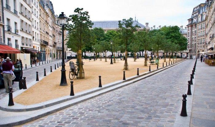 Place Dauphine - 1er Arrondissement. Métro : Pont Neuf.