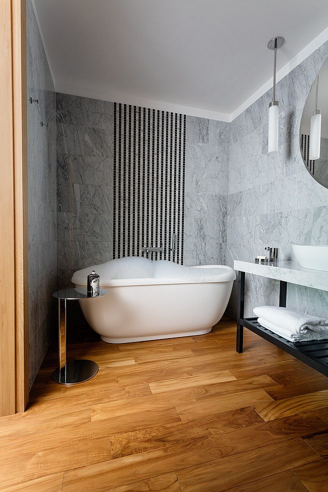 Agnes Rudzite Interiors bathroom - bianco carrara walls & teak floor, marble stripes