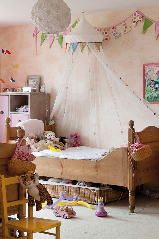 cute little girl's room like the bunting around netting