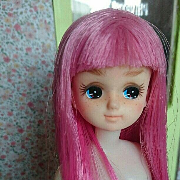 事情によりお値段変更し再出品です!  中古のリカちゃんをカスタムしました。  おん眉のそばかすっ子ちゃんです! 髪の毛はロングヘア 大体、太ももあたりになります。  こちらはヘッドのみになります。    #人形 #ドール #リカちゃん #カスタムリカちゃん