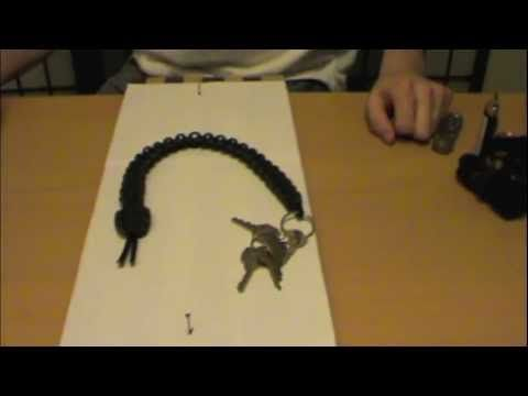 video FREE Paracord Rattlesnake Keychain + DIY Instructions