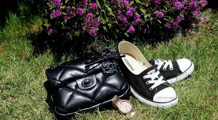 Zapatillas Converse, bolso Bimba y Lola y reloj Michael Kors