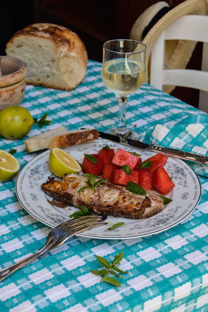 Морской окунь по-мальтийски с арбузом, базиликом и мятой