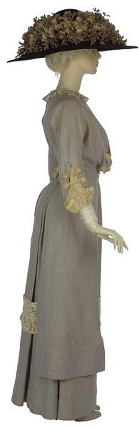 1910 linen and lawn day dress V Museum. Another version of this is shown further down the page, as a front veiw. It belonged to a woman named Heather, daughter of a British official.