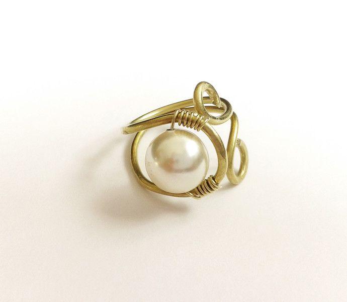 Anelli a spirale - anello boho ottone e perla swarovski - un prodotto unico di tizianat su DaWanda