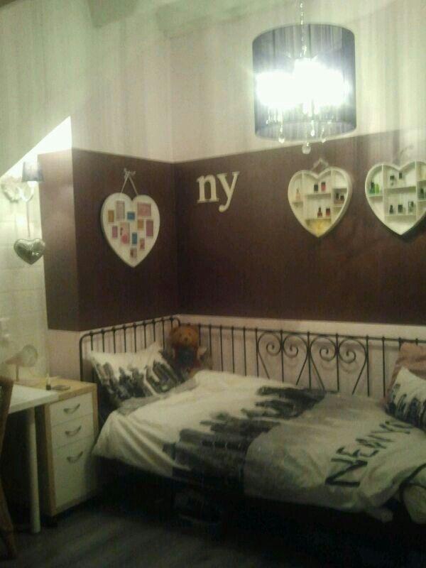 bedroom   new york theme in purple
