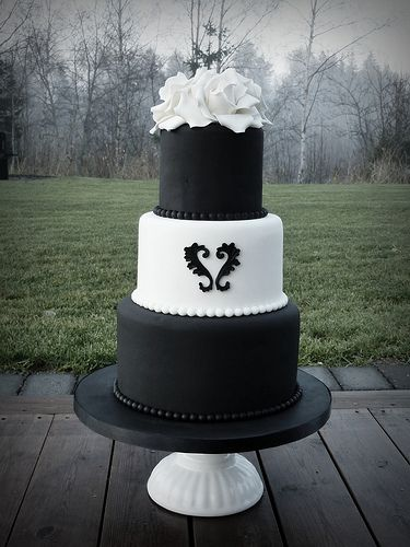 Black and white rounded wedding cake!