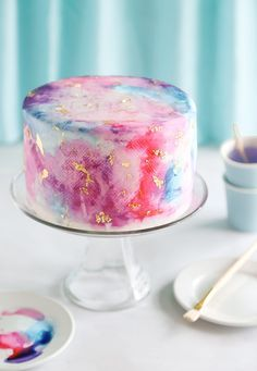Love the idea of making this beautiful cake for an art themed party.