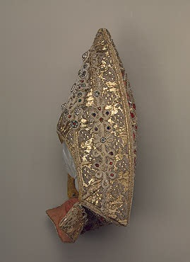 Woman's Headdress   Kostroma Province   Russia. Late 18th - early 19th century  Velvet, linen, cotton, galloon, pearls, glass and metal thread; embroidered. 32x17x12 cm   Source of Entry:  State Museum of Ethnography of the Peoples of the USSR, Leningrad. 1941