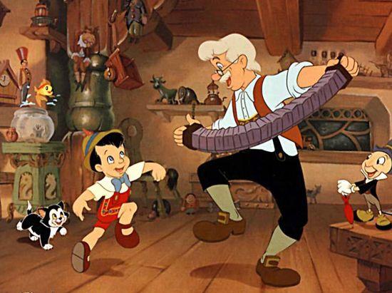 Hace mucho tiempo, un carpintero llamado Gepeto, como se sentía muy solo, cogió de su taller un trozo de madera y construyó un muñeco llamado Pinocho. –¡Qué bien me ha quedado! –exclamó–. Lástima que no tenga vida. Cómo me gustaría que mi Pinocho fuese un niño de verdad. Tanto lo deseaba que un hada fue …