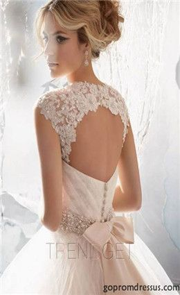 This wedding dress will make me feel like a princess.