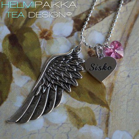 Enkelinsiipi Sisko sydänamuletilla ja pinkki AB Swarovskin kristallisydämellä <3 Tilaa omaksi täältä: http://www.helmipaikka.fi/tuotteet.html?id=20641%2F242217