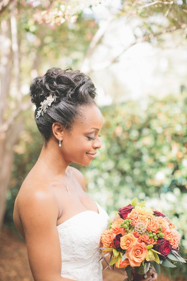 www.justfrenchstyle.com finds this cute! Coiffure de mariage / wedding hair style; orange flowers; black bride; bride of colour