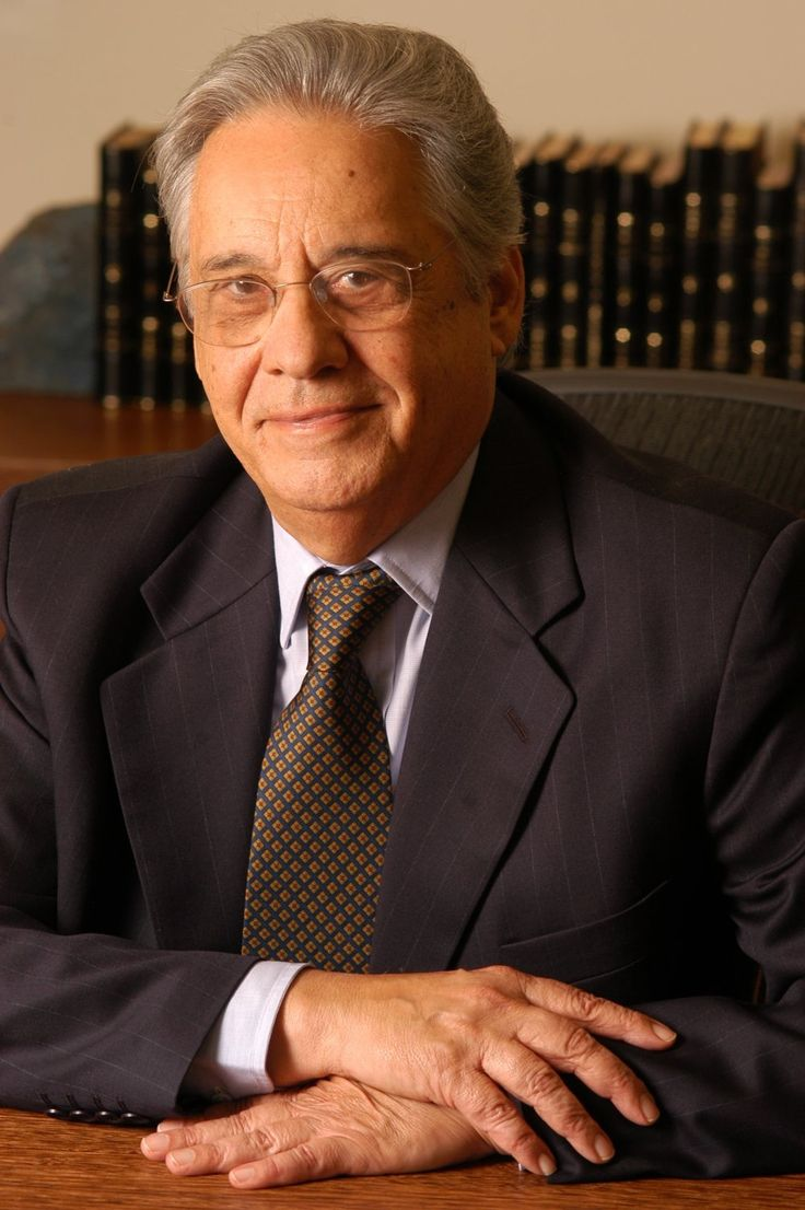 Fernando Henrique Cardoso es un cientista político, professor, escritor e político.
