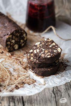 Salame di cioccolato vegan con anacardi e rum