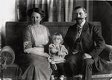 Sander, August: Veterinarian and his family
