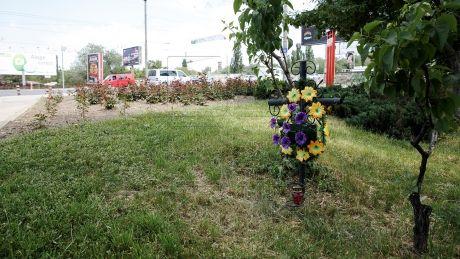 Aproape 3.000 de cruci şi alte obiecte funerare au fost demontate de pe drumurile naţionale