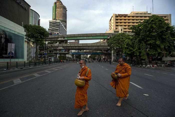 thai-buddhist-monks-walk-past-near-the-scene-of-a-blast-in-central-bangkok-aug-18-2015