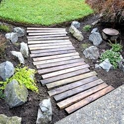 Add personality to your garden and keep feet clean with this easy DIY Pallet Wood Garden Walkway by Funky Junk Interiors. This is a great lightweight weekend project.