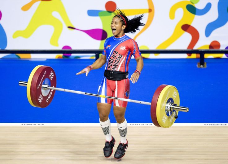 Candida Vasquez Hernandez of the Dominican Republic celebrates after winning the gold medal in women's 48kg weightlifting at the 2015 Pan Am Games in Toronto