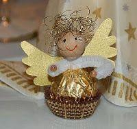 Bastelanleitung für den Engel aus einer Ferrerokugel : Ihr braucht: - Holzkugel oder Wattekugel (Durchmesser 20mm) - Pfeifenputzer ca. 8 cm...