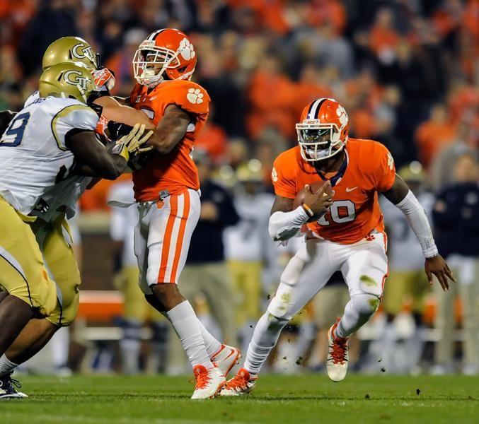 Clemson quarterback Tajh Boyd scrambles out of the pocket. (Richard Shiro/AP)