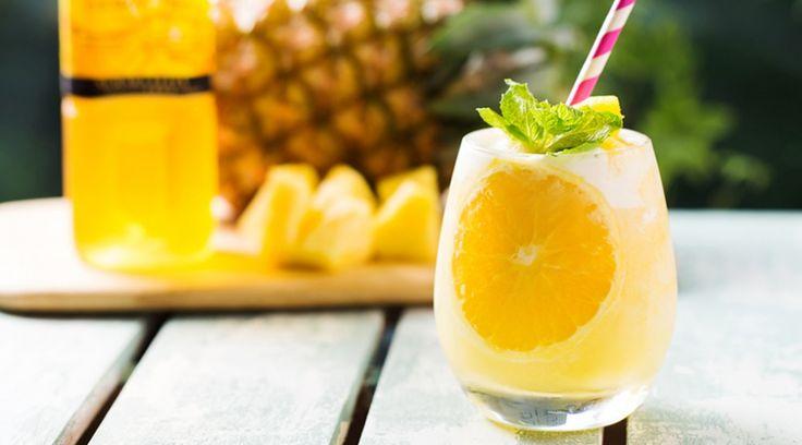 パイナップルスムージー 材料(1人分) キリン  午後の紅茶  レモンティー 150ml パイナップル(冷凍) 150g オレンジ スライス1枚 トッピング) パイナップル、ミント