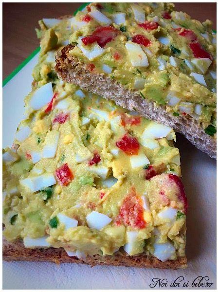 Pasta de avocado cu ou
