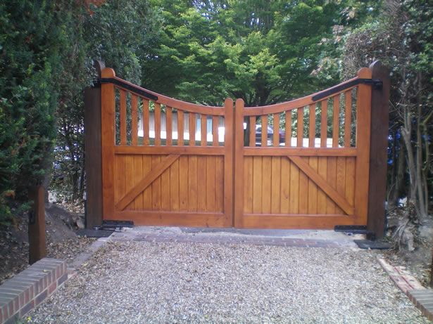 Wooden driveway gate plans woodworking projects plans for Wood driveway gate plans