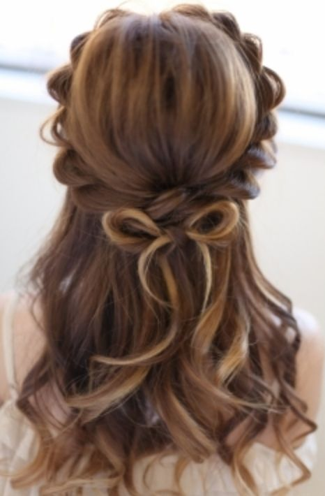 個性的!リボンモチーフ♡ ウェディングドレス・カラードレスに合う〜ハーフアップの花嫁衣装の髪型まとめ一覧〜