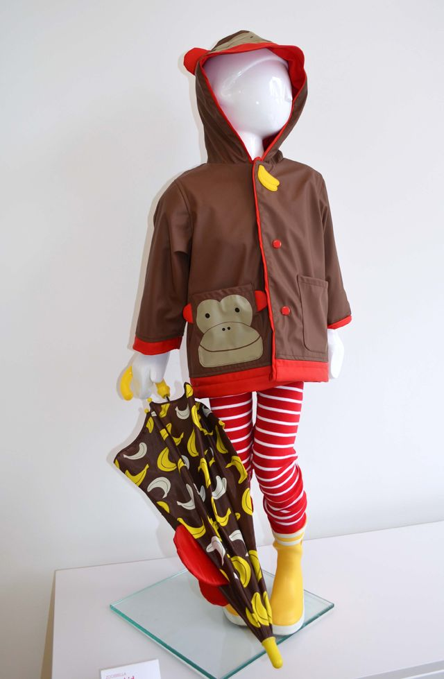 @skiphopnyc launches new rain gear. From kid-friendly closures to 3D details to peek-a-boo windows on the umbrella - too cute!: Peek A Boo Window