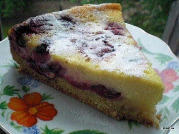 Фото к рецепту: Песочный ягодный пирог со сметанной заливкой