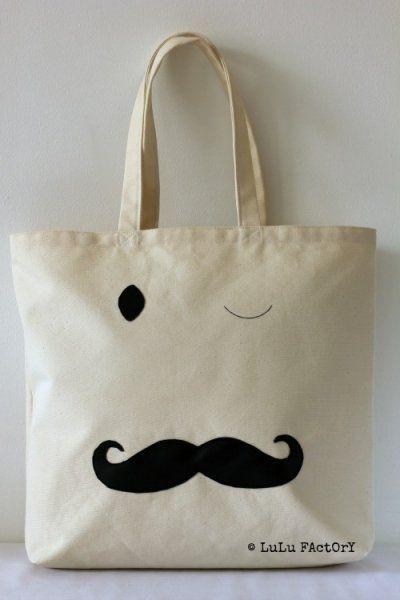 Un tote bag décoré d'une moustache / Tote bag with a mustache