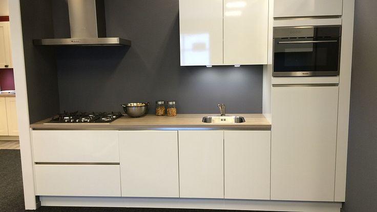 Keukenloods.nl - NEO302 Wit Glans. Rechte keuken met kunststof werkblad. (Showroom: Waddinxveen)