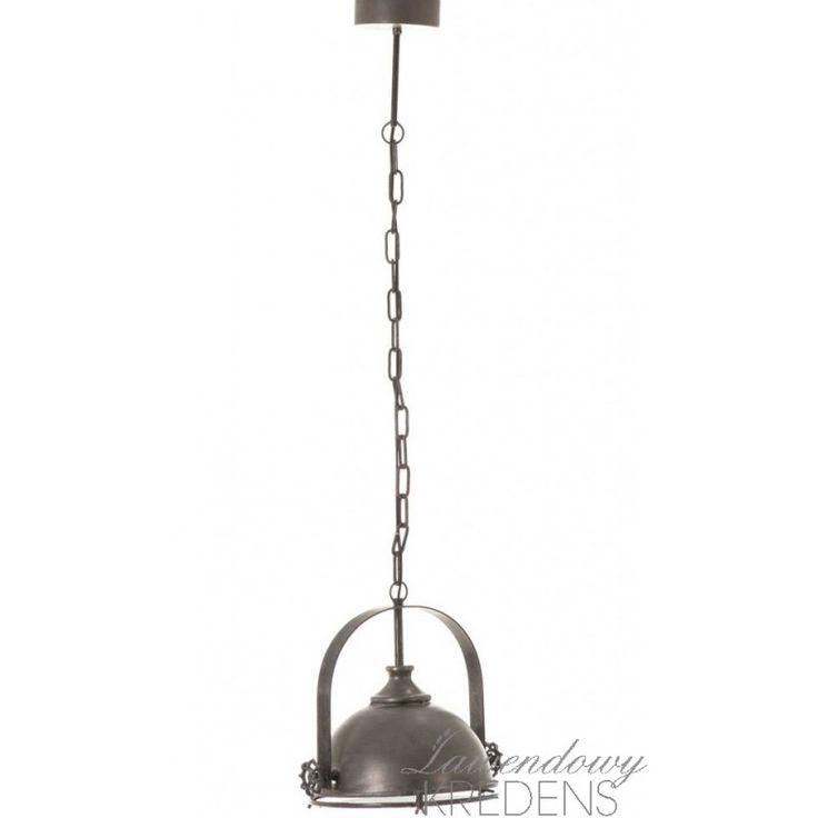 Lampa industrialna na łańcuchu. Więcej na www.lawendowykredens.pl